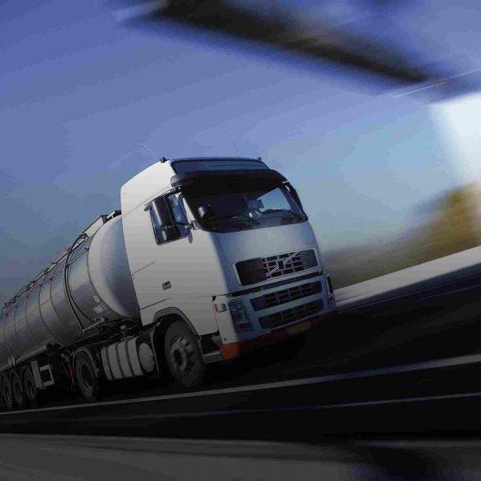 https://www.aerodarat.com/wp-content/uploads/2015/09/White-Truck-single-540x540.jpg