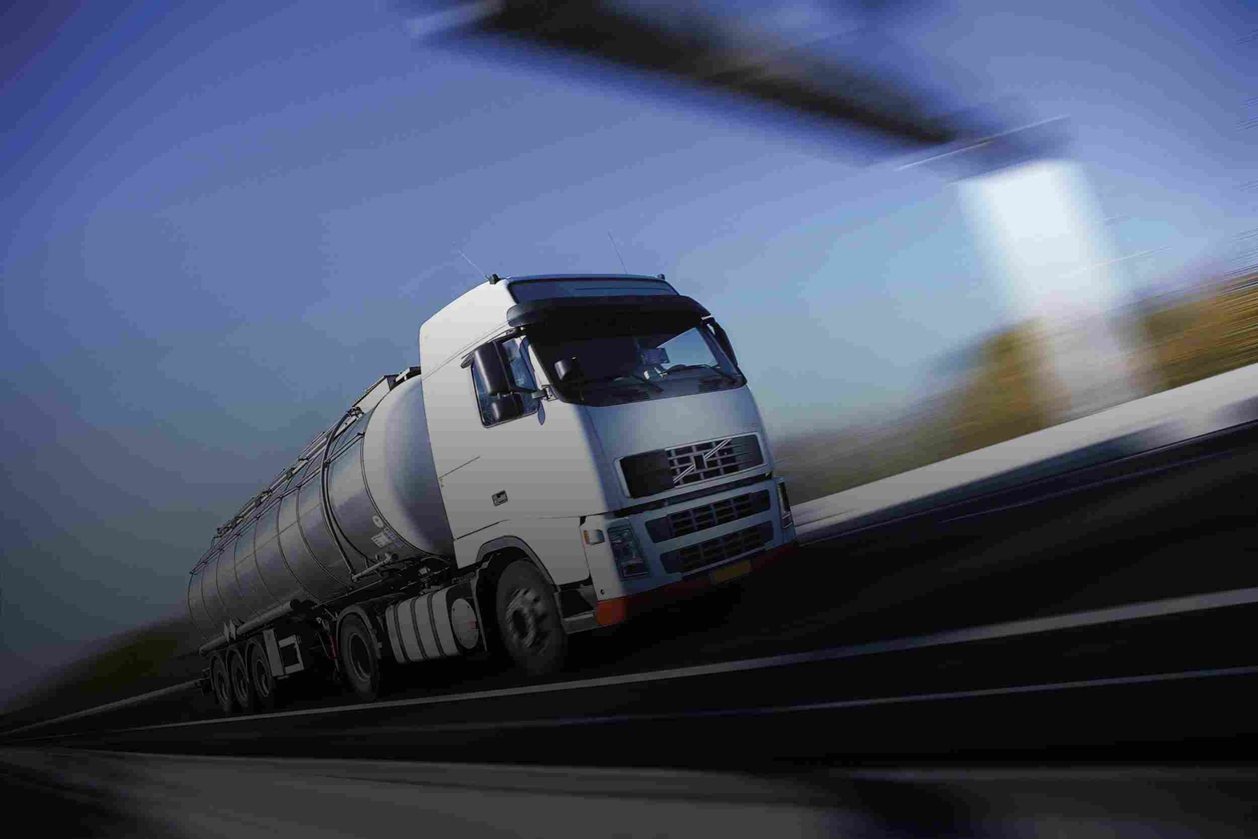 http://www.aerodarat.com/wp-content/uploads/2015/09/White-Truck-single.jpg