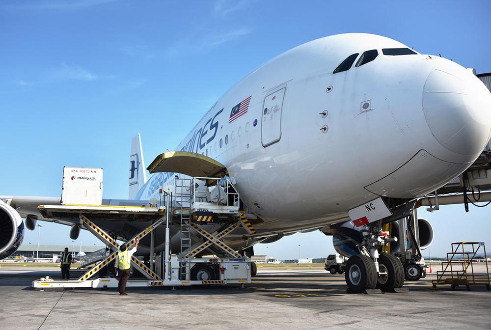 http://www.aerodarat.com/wp-content/uploads/2018/08/Cargo-Handling.jpg