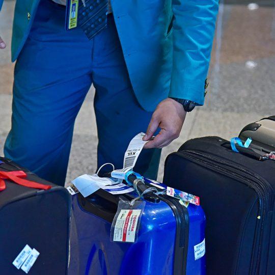 https://www.aerodarat.com/wp-content/uploads/2018/08/Mishandled-Luggage-Services-02-540x540.jpg
