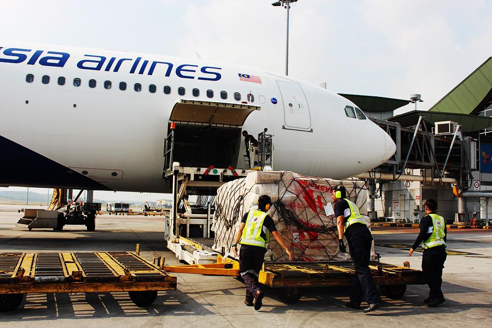 https://www.aerodarat.com/wp-content/uploads/2018/08/cargo.jpg